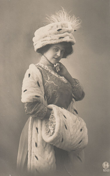 Lady in ermine, c.1910 (Collection Khun)