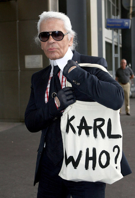 Karl Lagerfeld sporting a personalized canvas tote