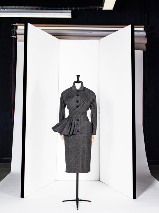 Dress by Christian Dior - Les années 50 : La mode en France, 1947-1957