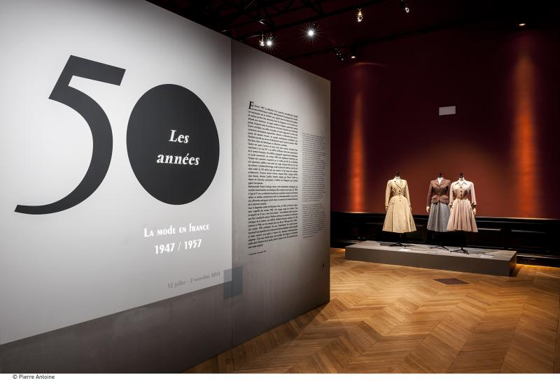 Gallery view - Entry Hall - Les années 50 : La mode en France, 1947-1957