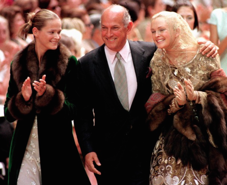 Oscar de la Renta poses with two of his models after the presentation of the 1998-1999 fall:winter haute couture collection he designed for Balmain in Paris.