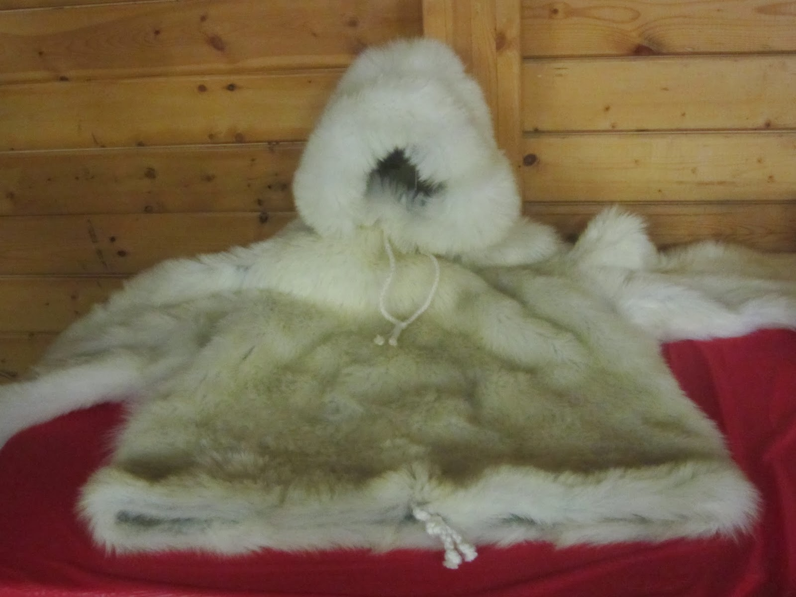 Arctic style - Fur pullover jacket with hood