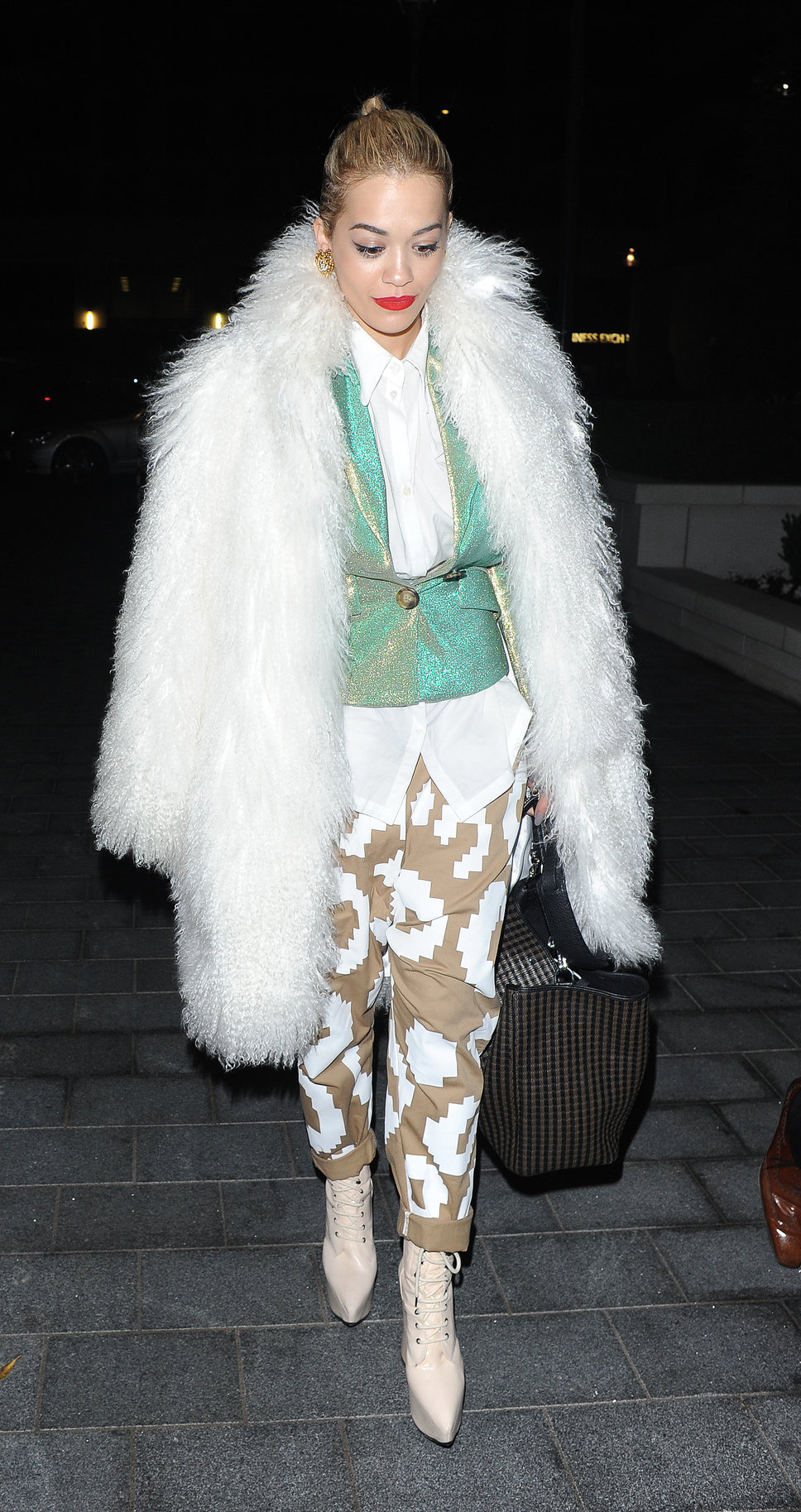rita_ora_london_white_fur_jack