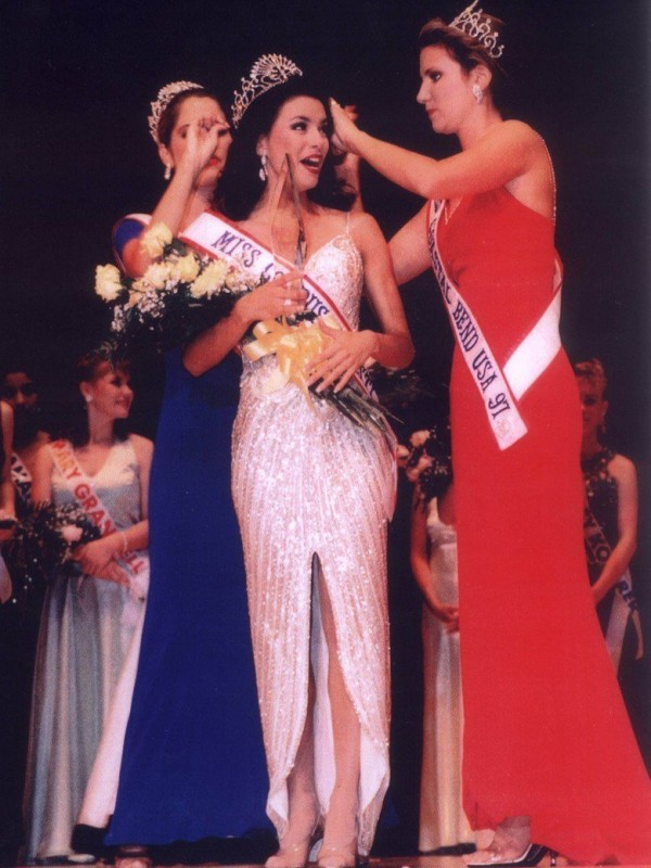 Eva Longoria was crowned Ms. Corpus Christie in 1998