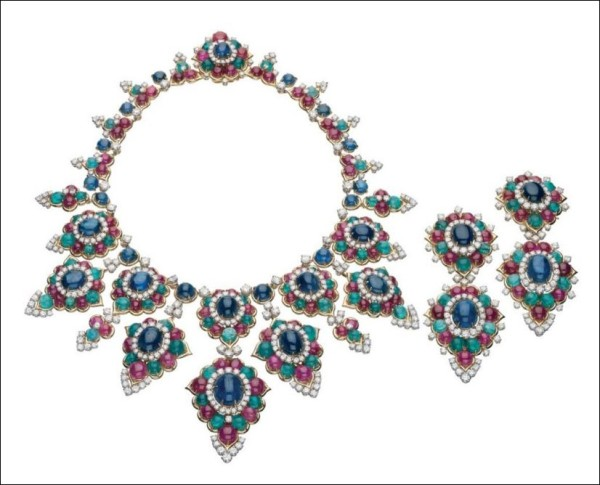 Necklace and pendant earrings in gold with emeralds, rubies, sapphires and diamonds, 1967. Bulgari Heritage Collection Photo: Antonio Barrella, Studio Orizzonte Roma