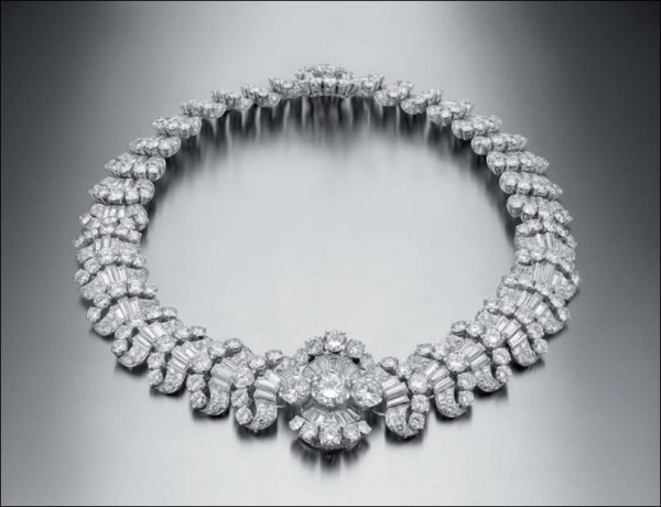 Convertible necklace in platinum with diamonds, 1959 Private Collection Very similar to the necklace that was formerly in the Collection of Gina Lollobrigida