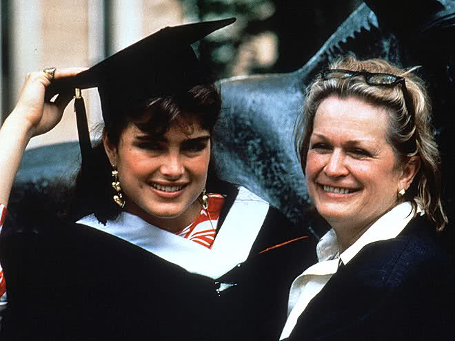 Brooke Shields, with her mother, on graduation day in 1988 from Princeton