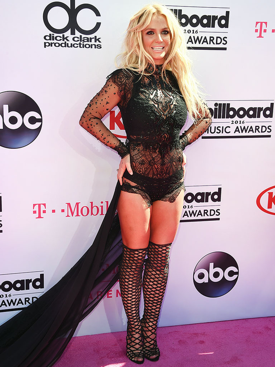 Britney Spears in Reem Acra was everything that the Billboard Awards red carpet should be. Fresh and dangerous/ Pushed to the edge of style, not going over it.