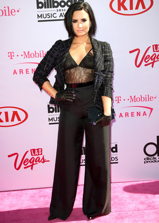 We wish we could quit you Demi Lovato! This look was a confusing mess of wrongness
