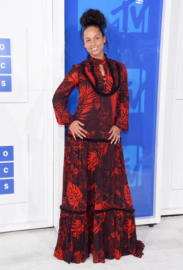 "Alicia Keys....we get the point, you are the queen of ""au natural"" and that makeup is optional, but we ask, what the point in dawning an extravagant ball gown and not committing to the look?"