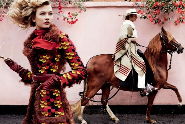 dark-horse-karlie-kloss-by-mario-testino-for-vogue-september-2014