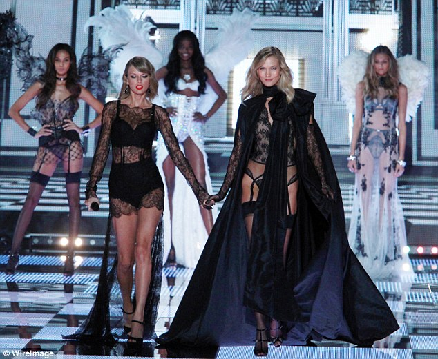 Taylor Swift and Karlie Kloss Hold Hands on the 2014 Victoria Secret fashion show Runway!