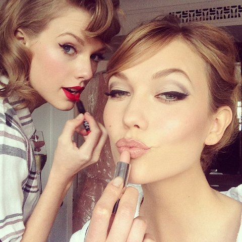 Karlie sharing beauty tips with her best friend singer Taylor Swift