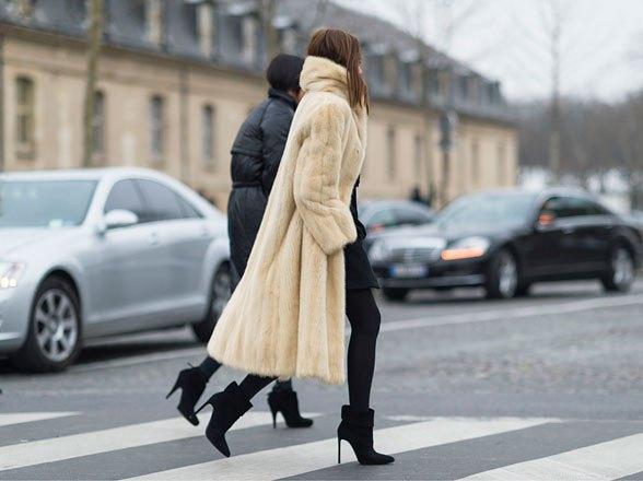la-modella-mafia-christine-centenera-street-style-chic-in-a-big-fur-and-chanel-boy-bag-2