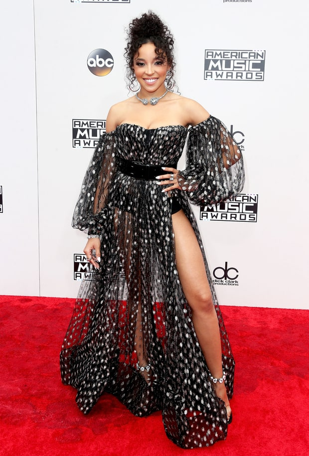 no-tinashe-in-black-lace-steven-khalil-gown