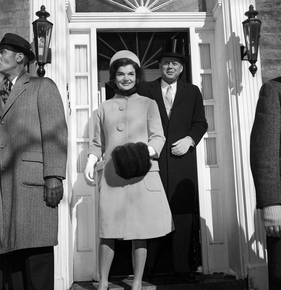 Jacqueline Kennedy inaguration-ceremony-coat-and-dress