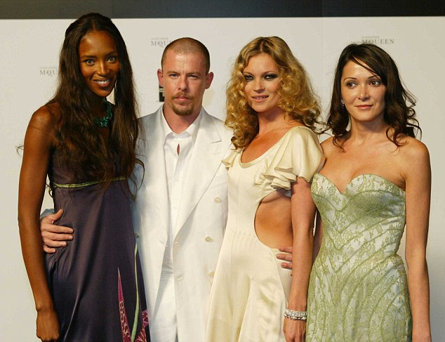 Designer ALexander McQueen with Naomi Campbell, Kate Moss and Annabel Neilson in 2004