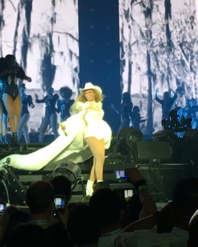 Beyonce wearing ADRIENNE LANDAU by saulo villela custom floor-length fur coat during her performance of Daddy Lessons !