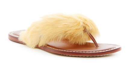 Bernardo rabbit fur thong sandal