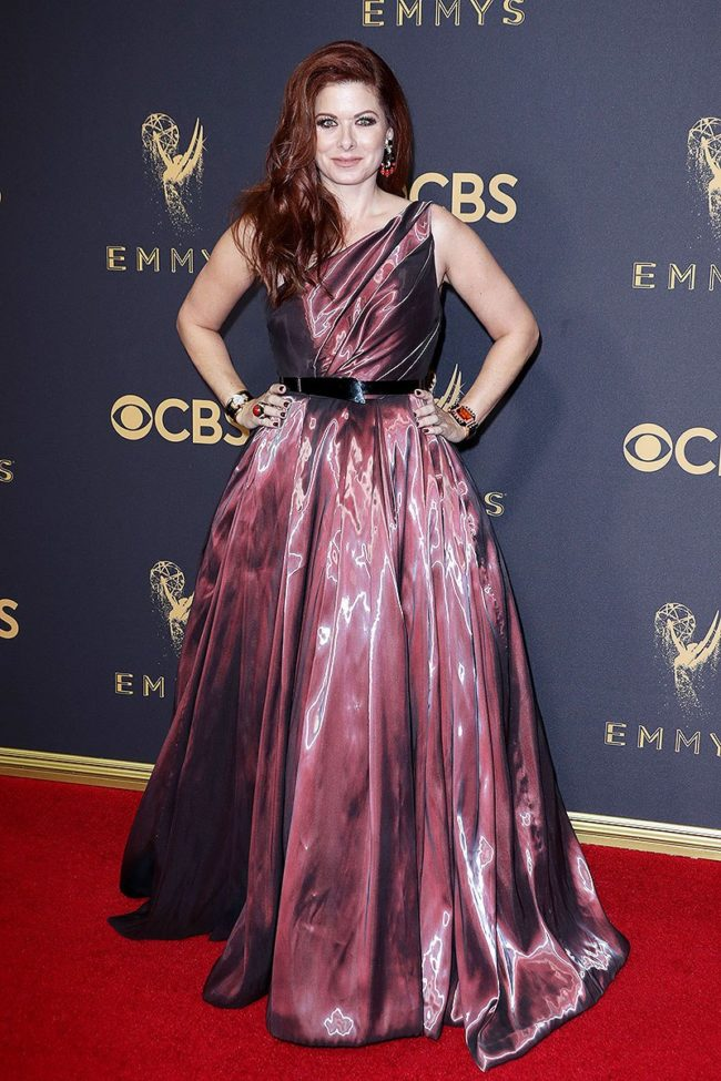 Debra Messing at the 2017 Emmy Awards