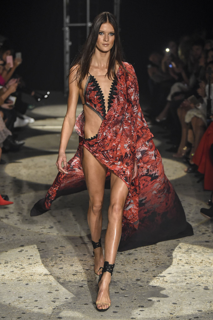 Julien Macdonald RTW London Spring Summer 2018