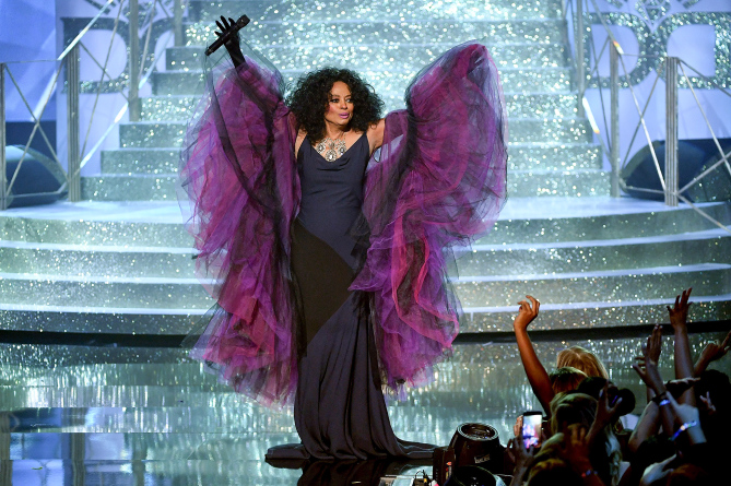 2017 Lifetime Award recipient Diana Ross bringing the house down during her performance at the 2017 American Music Awards