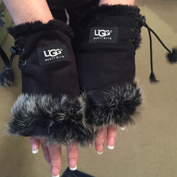 Ugg fingerless thermal gloves stocking stuffers
