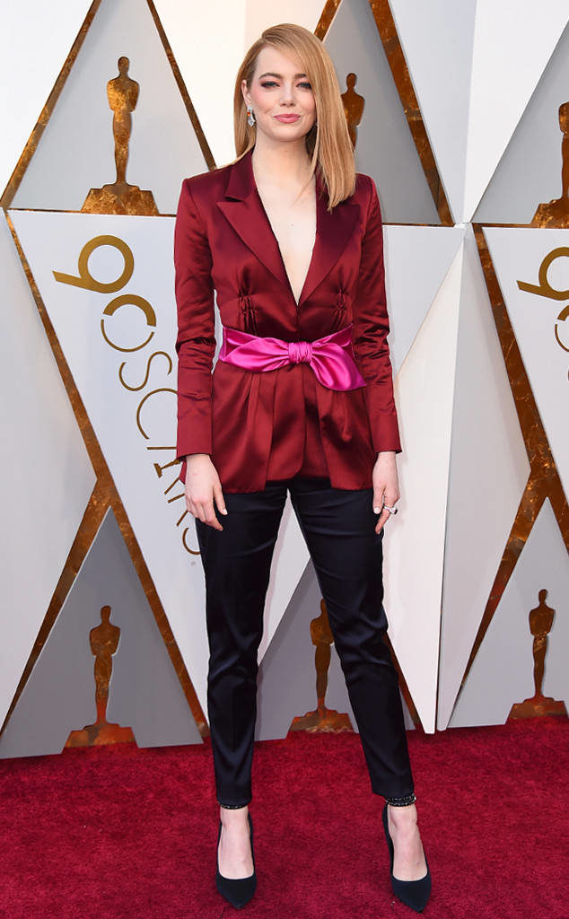 Emma Stone in Louis Vuitton pantsuit looked strong and sophisticated at the 2018 Oscars