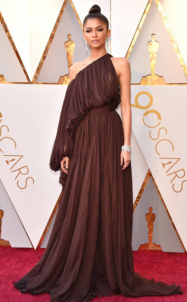 Zendaya sold the Grecian goddess vibe in this ??? Giambattista Valli gown at the 2018 Oscars
