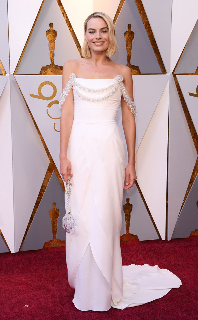 "Chanel did just right by Margot Robbie at last night's Oscars. The actress perfectly achieved ""otherworldly"" elegance and sophistication in this simple yet stunning gown"