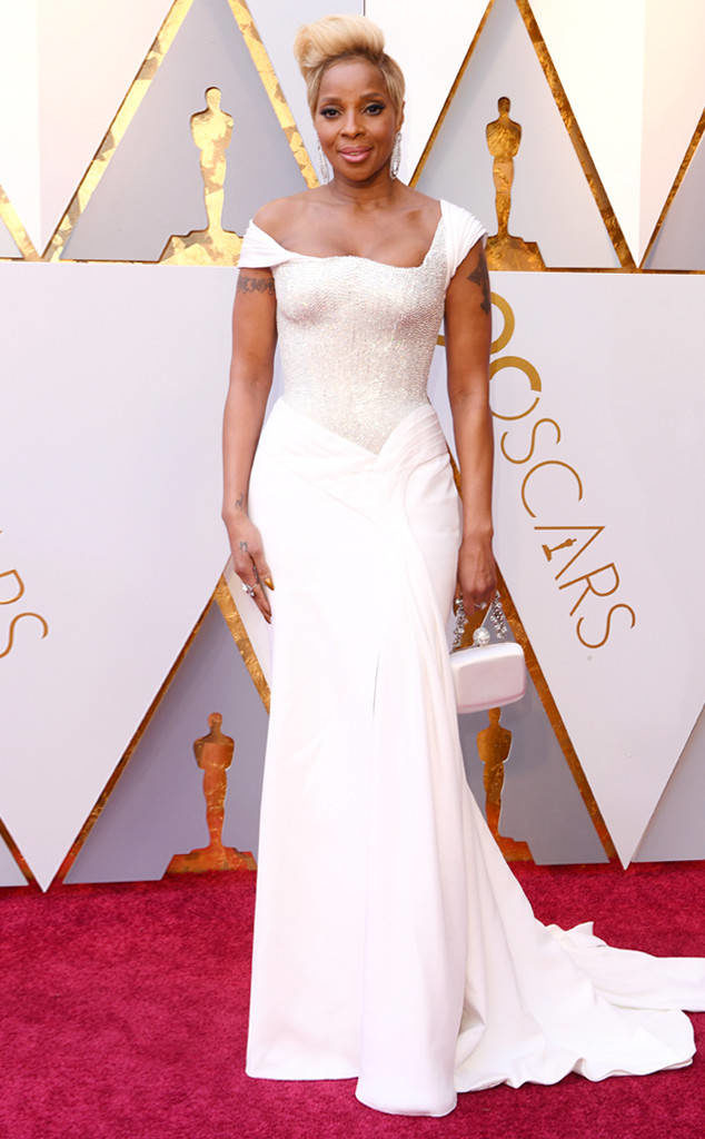 Mary J. Blige and her perfectly pitched pipes looked stunning in her Versace gown at the Oscars