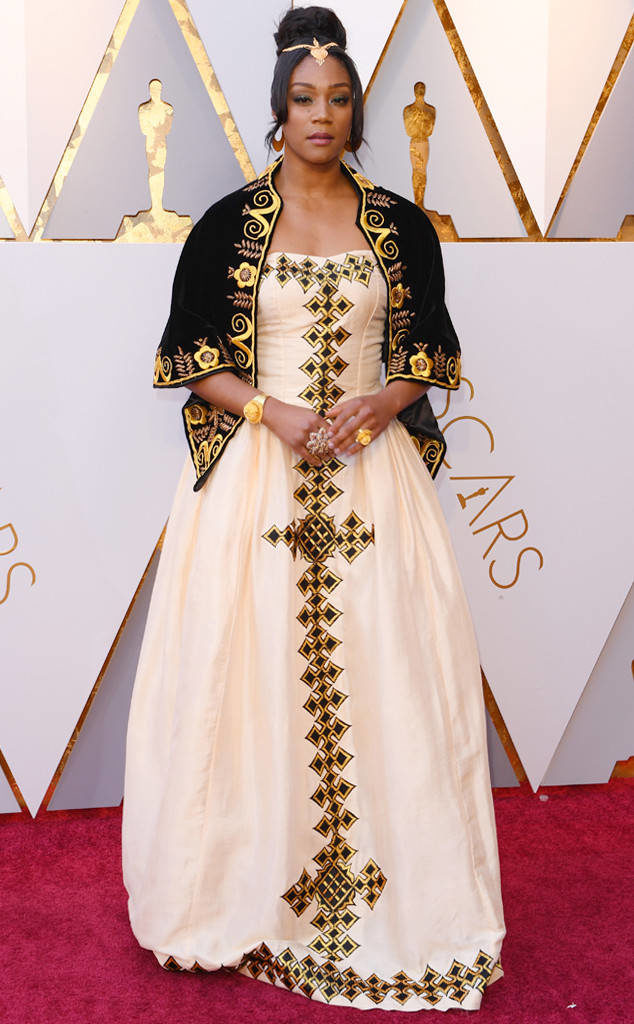 Tiffany Haddish perfectly honored her Eritrean heritage in this eye-catching off-white traditional dress called a zuria at the Oscars