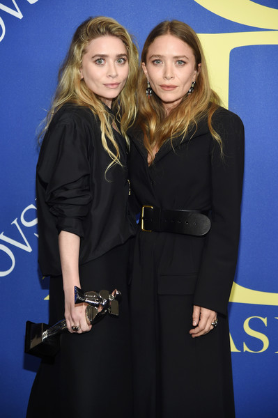 Designers Ashley Olsen and Mary-Kate Olsen pose with 2018 CFDA Accessories Designer of The Year award