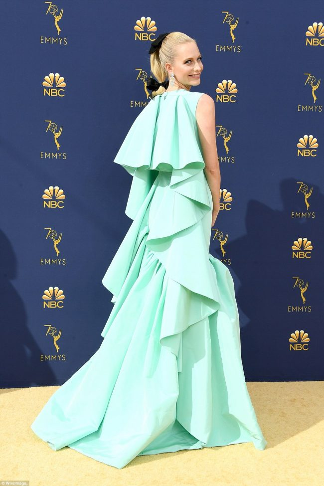 Poppy Delevingne donned a Giambattista Valli gown at the 2018 Emmy Awards