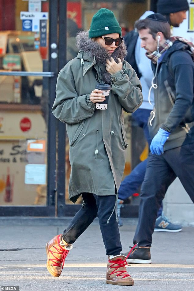 Sieanna Miller running around NYC incognito during the Thanksgiving Holiday weekend