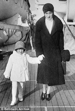 Gloria Vanderbilt and her mother in